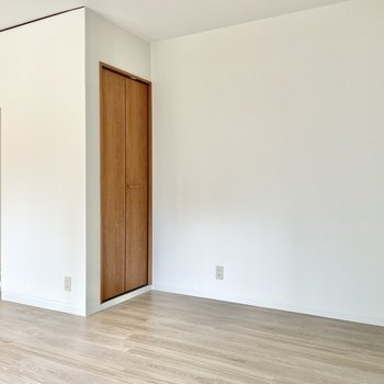 【1階 LDK】すみっこに収納があります。