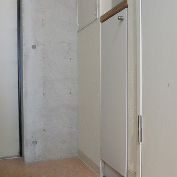 シューズボックスもあります。※写真は反転間取り別部屋のもの