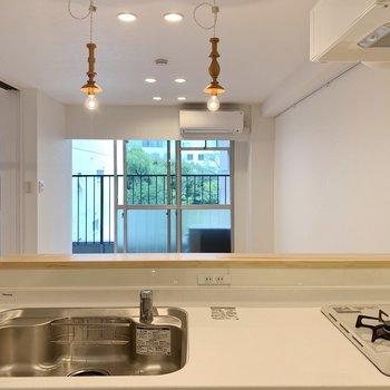 【リビング11帖】まずは、思わず良い眺め〜って言いたくなるようなキッチンからの景色からスタート。