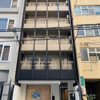 建物は5階建て。4階部分がお部屋です。