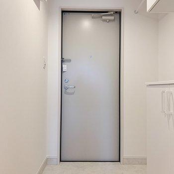 玄関も広々なんです。来客時も安心!