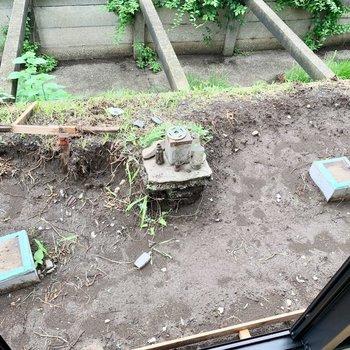 お庭スペースでハーブを育てたり。 ※工事前の写真です