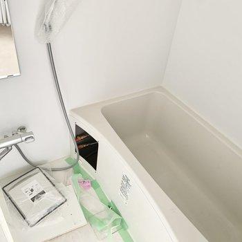 浴室には鏡がありますよ。※工事中の写真です