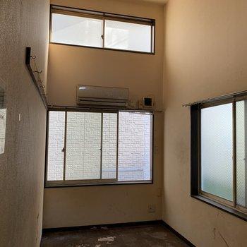 【工事前】1階ですが窓は3面!日当たりは現地でご確認くださいね。
