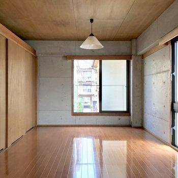 広々洋室、ゆったりレイアウトできそう♬(※写真は2階の同間取り別部屋のものです)