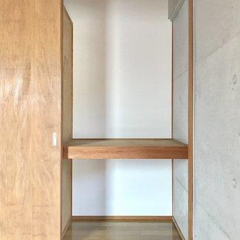 右側はこの収納(※写真は2階の同間取り別部屋のものです)