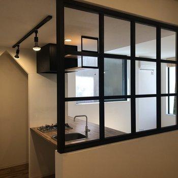 カーテンをつけることもできます。※写真は2階の同間取り別部屋のものです