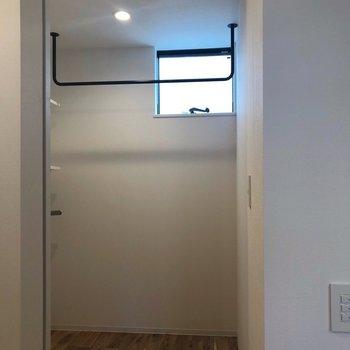 奥には、WICがありますよ。※写真は2階の同間取り別部屋のものです