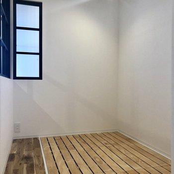さて、次はベッドルーム。下は収納になっています。※写真は2階の同間取り別部屋のものです