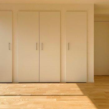 【洋室①】収納は3つに分けて使いやすく。※写真は前回募集時のものです