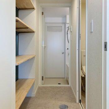 その先のドアを開けると、脱衣所が広がっています。※写真は前回募集時のものです