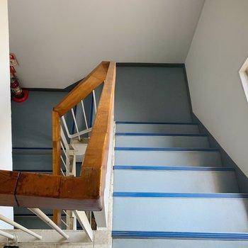 階段は屋内なので濡れる心配はありません。