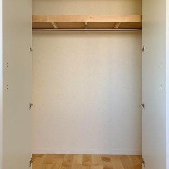 【洋室②】コート類もすっぽりと。※写真は前回募集時のものです