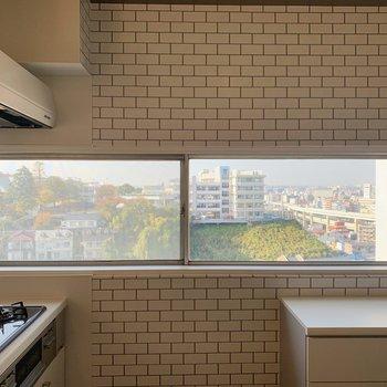 【LDK】窓からの景色も楽しめそう。※写真は前回募集時のものです