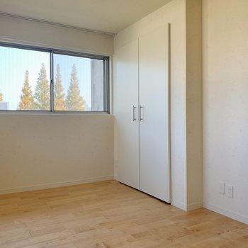 【洋室②】クローゼットも設置されています。※写真は前回募集時のものです
