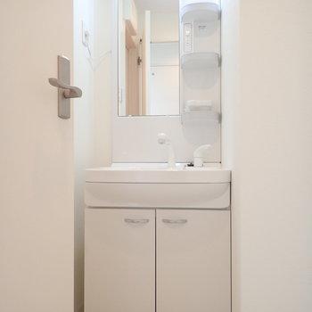 独立洗面台!身支度もてきぱきと。時には丁寧に時間をかけて。