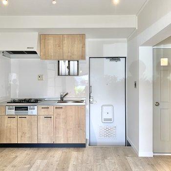 【DK】キッチンは収納充実。