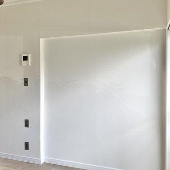 【洋室1】ソファやテレビを置いて、団欒の場にいかがでしょうか。