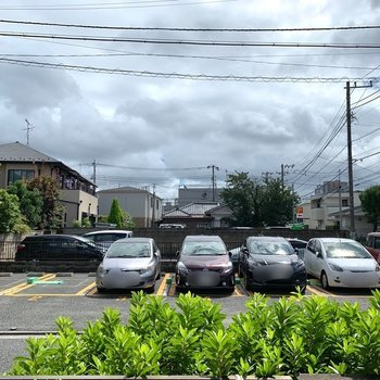 眺望は駐車場です。風通しはいいですよ。