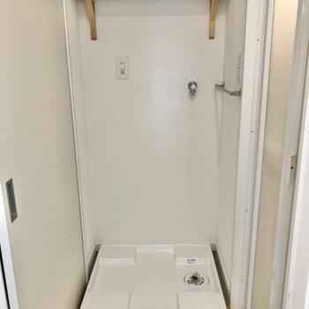 【イメージ】洗濯機置き場には上部棚付きです。