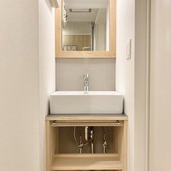 【イメージ】洗面台はナチュラルなTOMOSオリジナルデザイン。