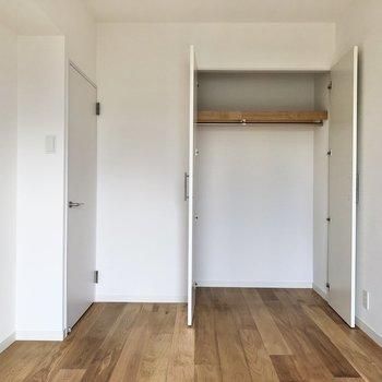 【イメージ】玄関横の洋室は書斎としても◎