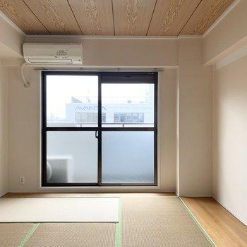 【和6】こちらは6帖のお部屋です。畳と板の間と天井のカラーが素敵◎(※写真は5階の同間取り別部屋のものです)