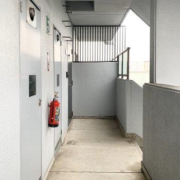 共用部は1フロアに2戸でコンパクトに。