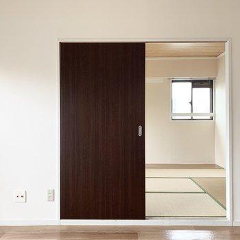 【和6】各お部屋も見ていきましょう。まずはDKお隣の和室から。(※写真は5階の同間取り別部屋のものです)
