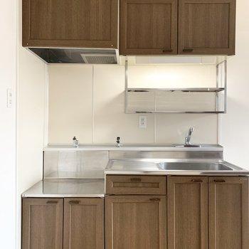 板チョコみたいな雰囲気が素敵なキッチンは、コンロ持込タイプ。(※写真は5階の同間取り別部屋のものです)