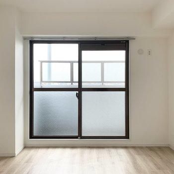 【洋6.5】お次は北側の洋室へ。(※写真は5階の同間取り別部屋のものです)