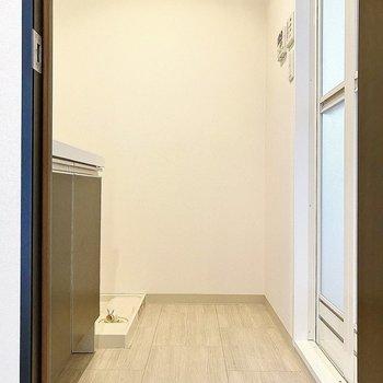 脱衣スペースは1人暮らしには、十分な広さかな。(※写真は4階の同間取り別部屋のものです)