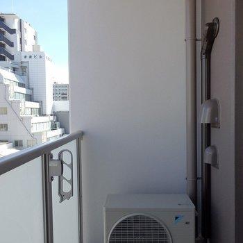 バルコニーで洗濯物が干せますね。(※写真は6階同間取り別部屋のものです)