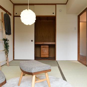 【玄関隣の和室】収納は押入れタイプ。容量があって使い勝手便利!