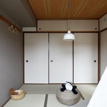 【リビング隣の和室】落ち着きのある空間です。