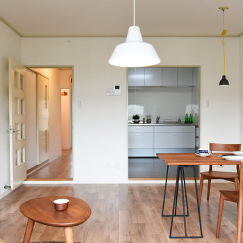 【LDK】キッチンスペースと繋がっているため、料理が運びやすい!