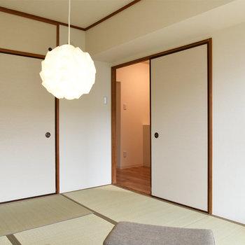 【玄関隣の和室】お布団を敷いて寝室にも良いかも。