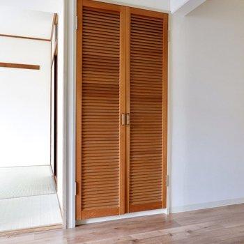 アジアンな扉が素敵。