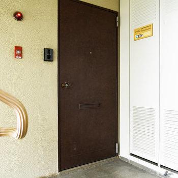 重厚感のある扉が素敵ですね。