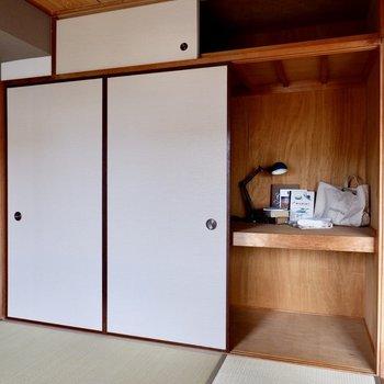 【リビング隣の和室】中にケースを並べる等すると、効率よく収納しまえますね。