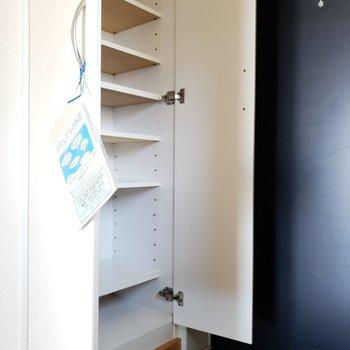 可動式の棚で収納しやすいね。(※写真は7階の同間取り別部屋のものです)
