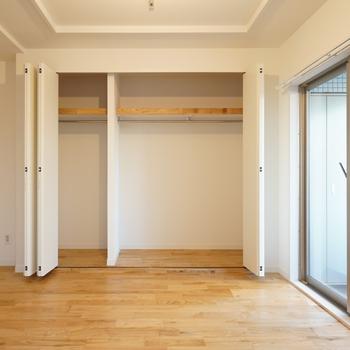 収納・大】寝室には大きめのクローゼットも新たに設置!