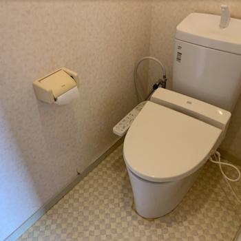 トイレ】既存利用しつつ、床や壁のクロスなどは張り替えます
