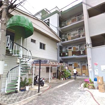 右手奥の鉄筋コンクリート造のしっかりマンション!