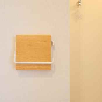 トイレ】ペーパーホルダーやタオルがけは木製にチェンジ