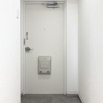 続いて玄関へ。(※写真はクリーニング前のものです)