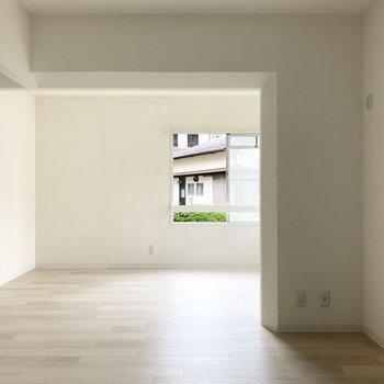 【LDK】こちらのスペースはダイニングとして使いやすそう。