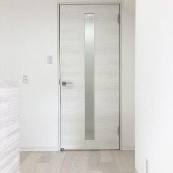 【LDK】扉を開けて廊下へ。