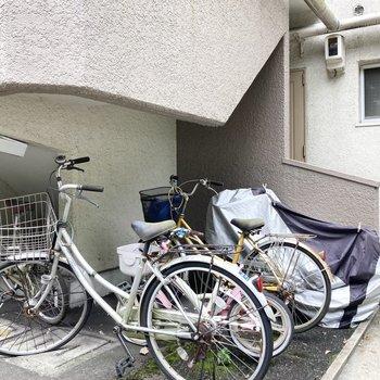 各棟にある駐輪スペース。