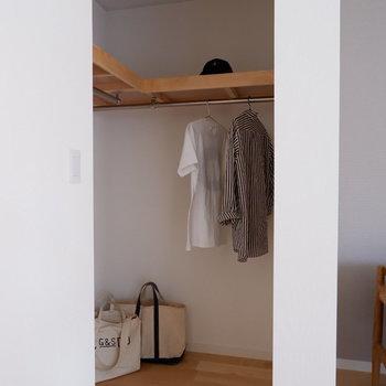 【洋室】L字のゆったりウォークイン!どう使おう?※写真は2階の同間取り別部屋のものです